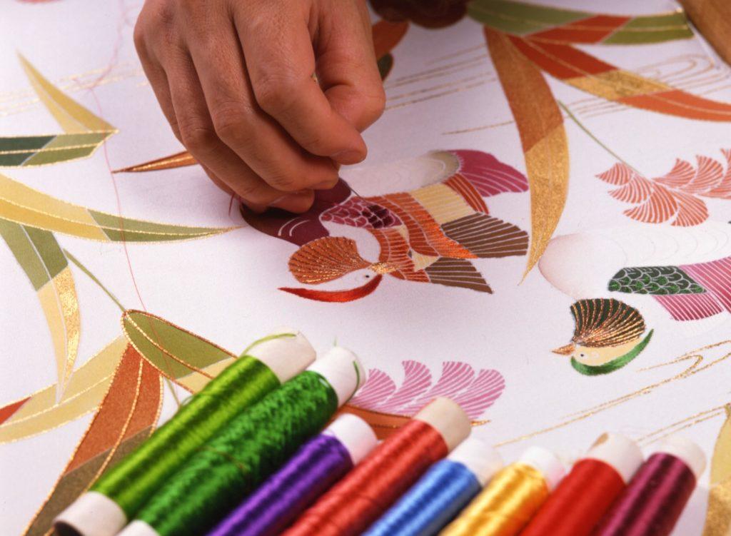 千總きもの制作風景刺繍