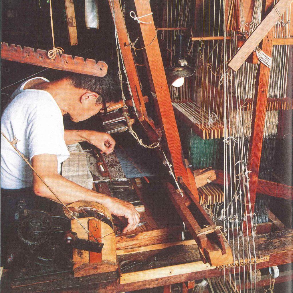 服部織物手織り職人